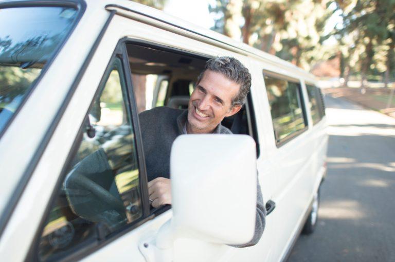 Siéntase confiado y tranquilo, Aseguranza de auto está para usted y su familia en Huron.